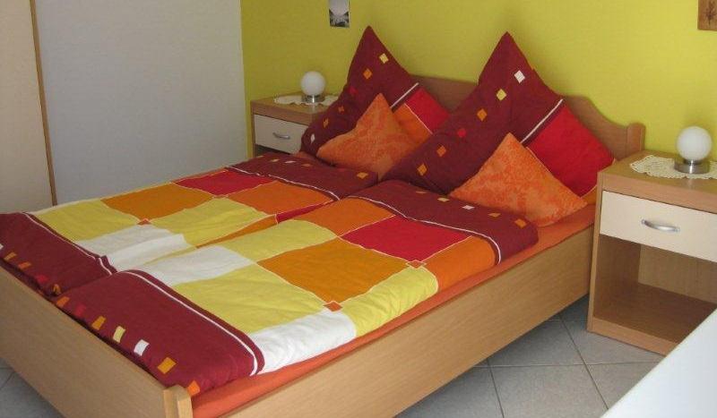 VillaOka – Erholung am Meer Ihre exklusive Ferienwohnung in Mandre. Die VillaOka bietet Ihnen Komfort, Gastfreundlichkeit und Erholung im mediterranen Flair sowie herzliche Bewirtung und unmittelbare...